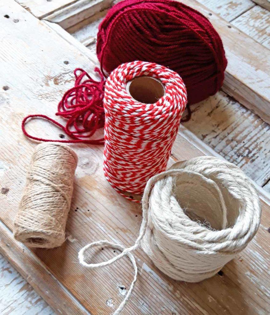 filati e cordoncini di cotone o di iuta per impacchettare i regali