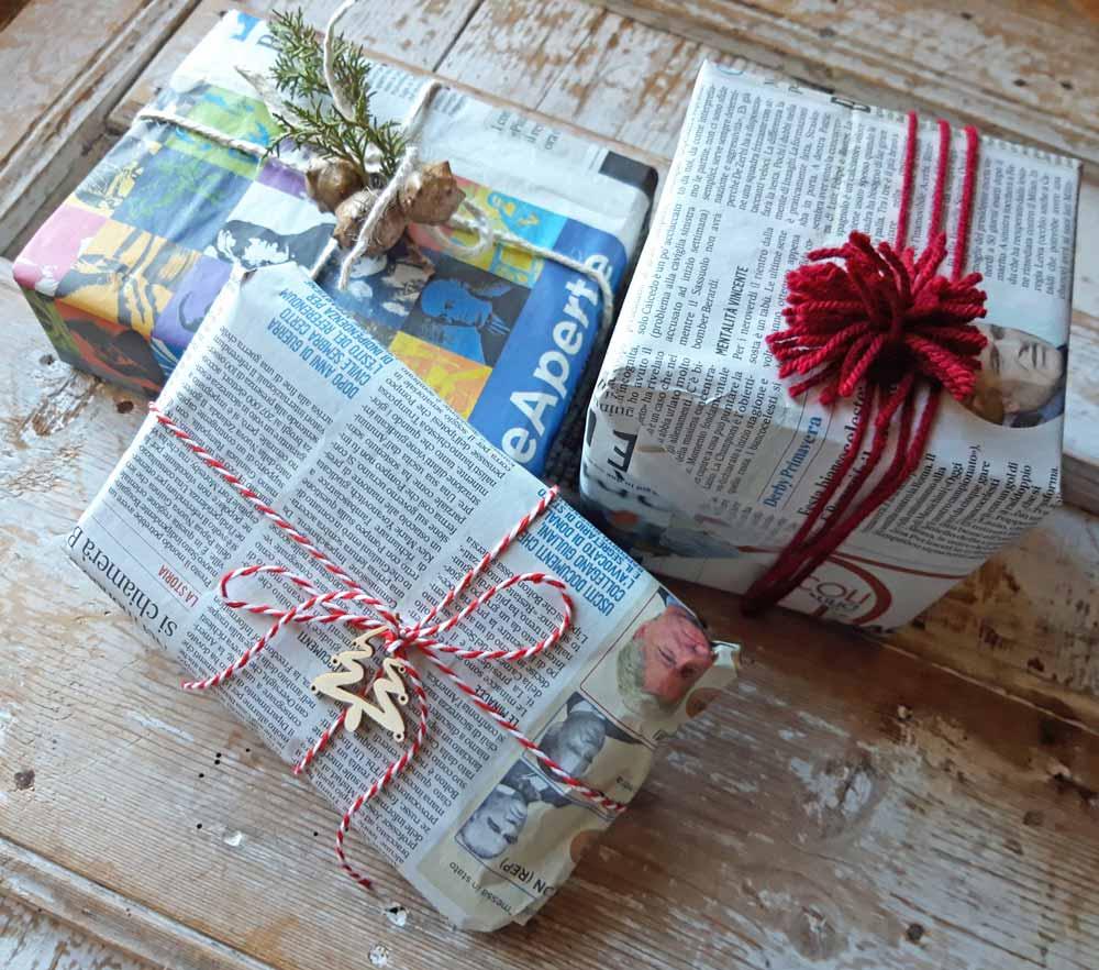 pacchetti regalo con carta da giornale