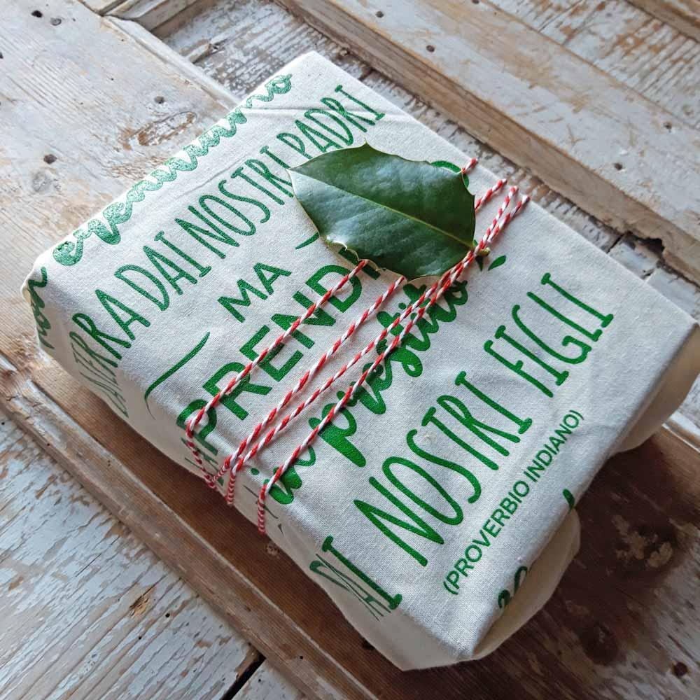 pacchetto regalo con busta riutilizzabile